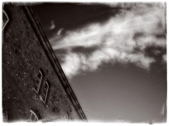 En blå himmel over Oscarsborg festning